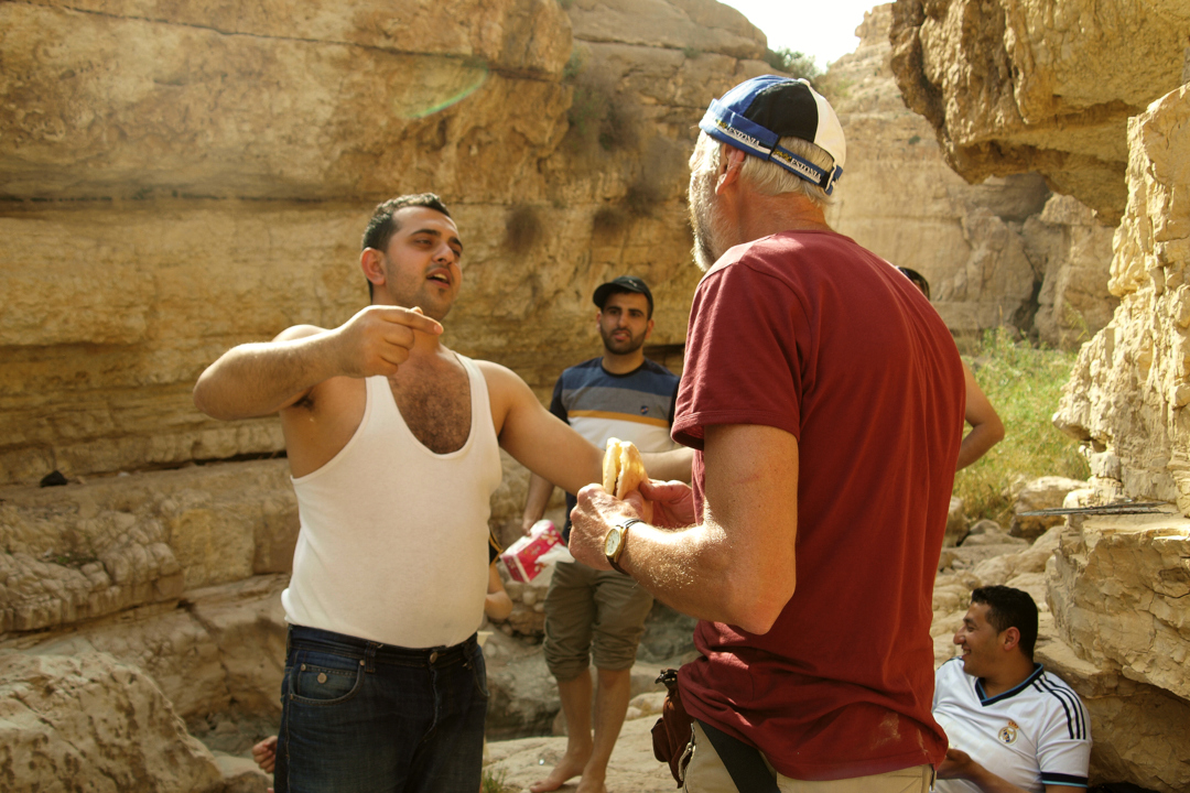 Sõbralikud Nabluse araablased kostitavad meid lõkkel küpsetatud lamabalihaga