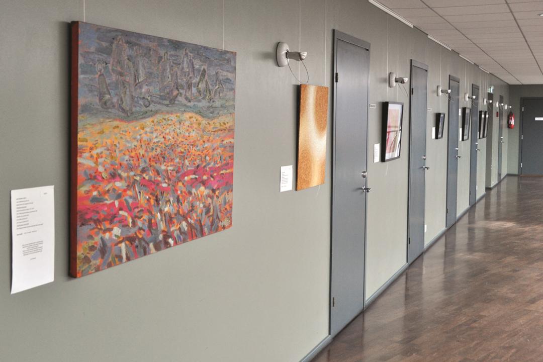 Eesti Evangeelse Alliansi misjonitoimkond koos kristlastet eesti kunstnikega valmistas 2018. a kalendri ning paljud kunstnikud olid nõus oma tööd annetama heategevaks otstarbeks (kristliku välismisjoni toetuseks). Foto: Joel Aulis