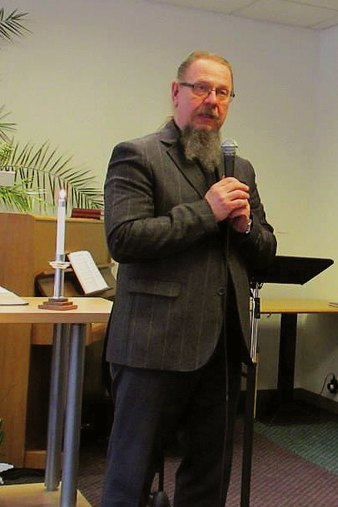 Eesti Piibliseltsi peasekretär Jaan Bärenson.