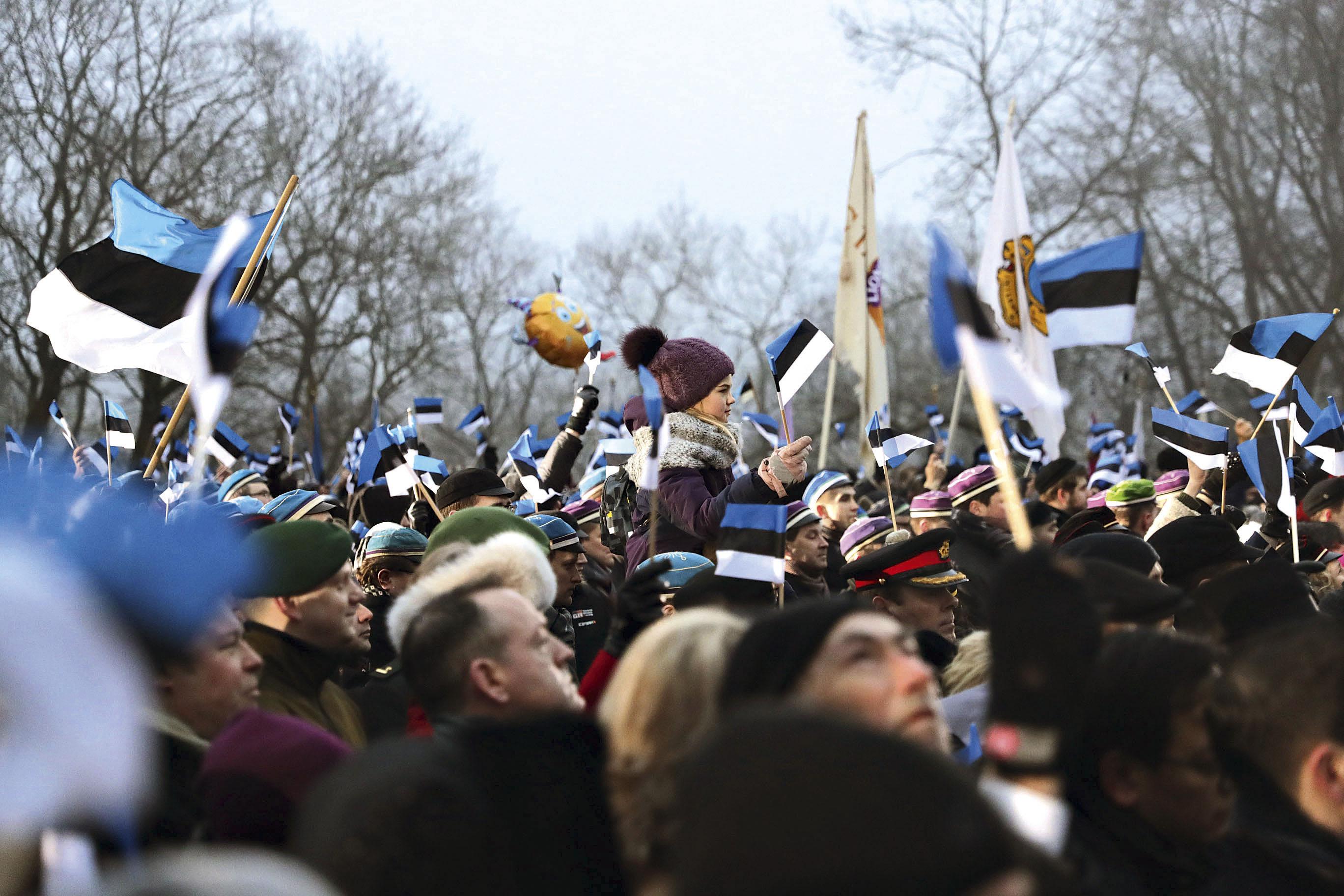Rahvas Pika Hermanni jalamil. Foto: ERR kuvatõmmis