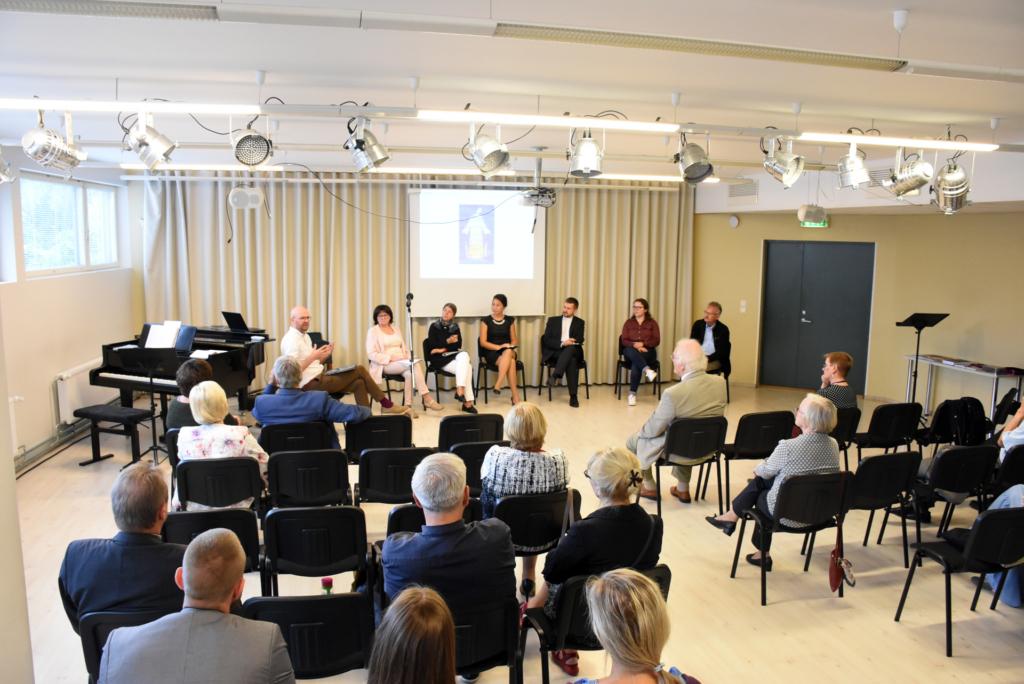 EMK Ajakirjanduse-juubelipidu Paneeldiskussiooni-juhatab Lauri Tankler, foto Üllas Tankler