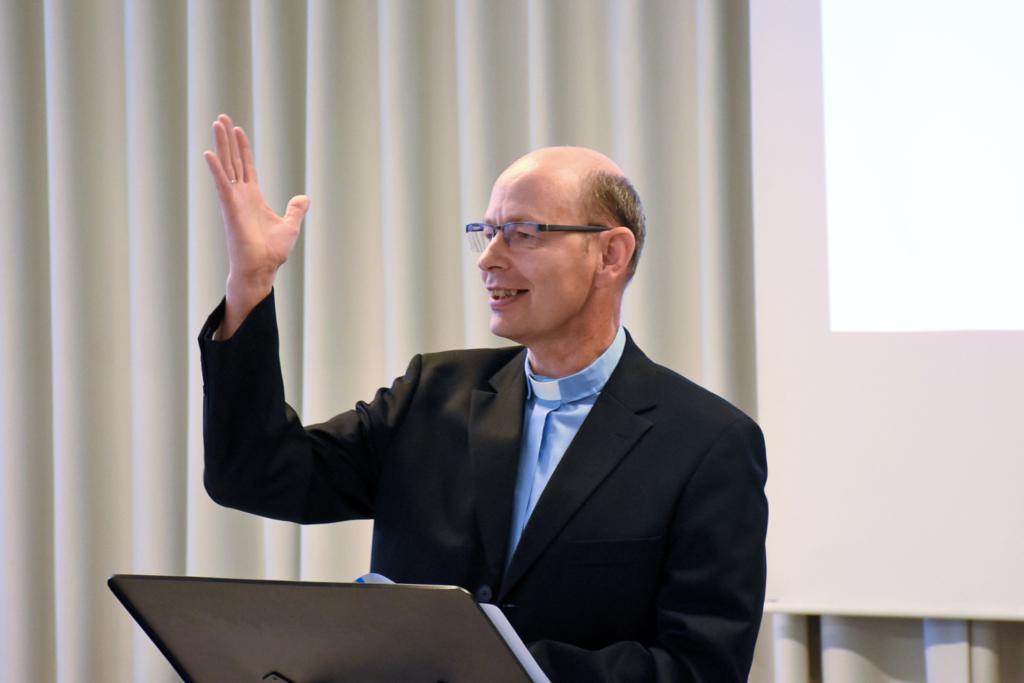 EMK ajakirjanduse-juubelipidu. Ajaloo ajaloo ettekanne Rein-Laaneser. Foto: Üllas-Tankler