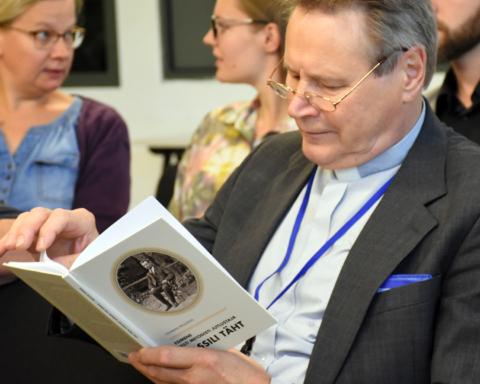 Esimene Eesti metodisti jutlustaja Vassili Täht - Ramatu tutvustus. Fotol Urmas Rahuvarm.. Foto autor Üllas Tankler.