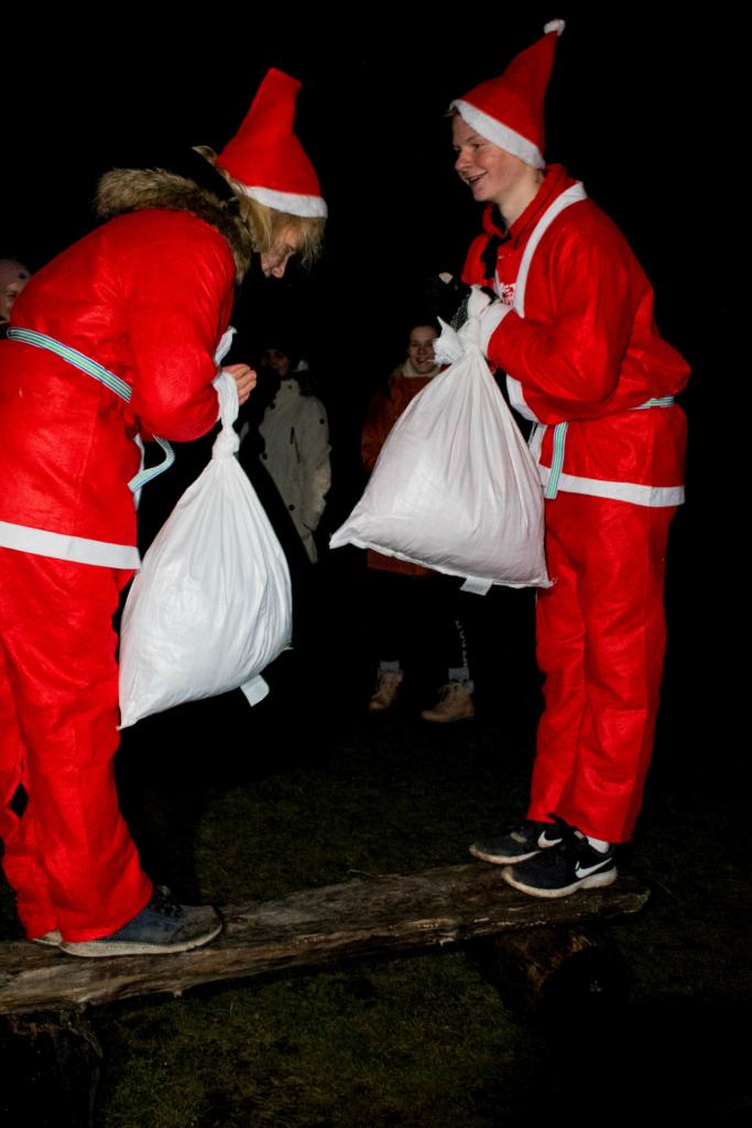 Näärivana ja Jõuluvana rammuvõistlus. Foto: Ele Paju